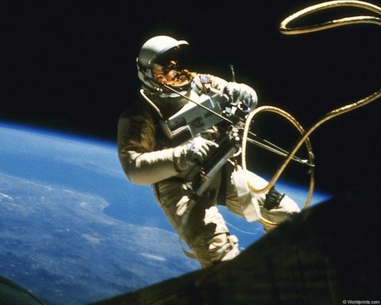 Эротика в космосе в воздухе 7 фотография