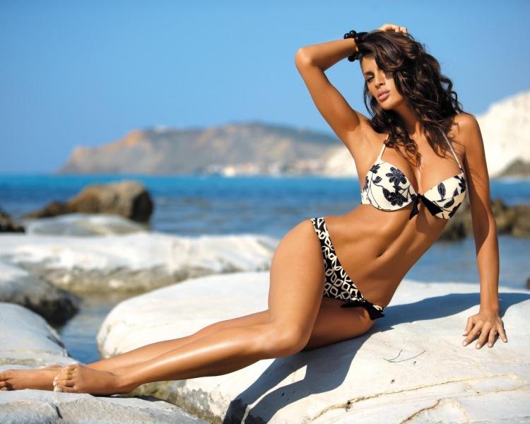 красивая фигура девушек фото на пляже