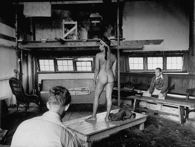 5. Ученики художественной школы Скоухигена, Мэн, делают эскиз с натуры, 194